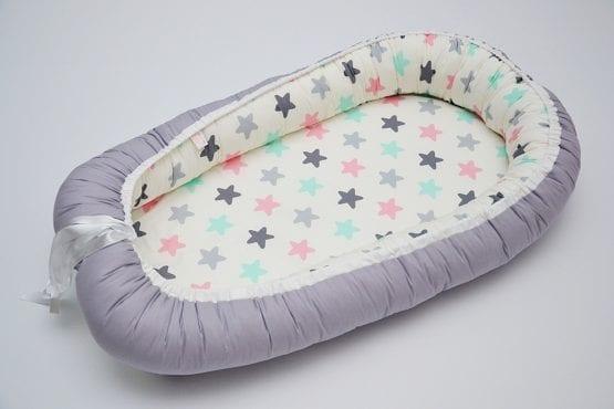 Baby Nest 0-6 luni cu stele multicolore si gri+protectie