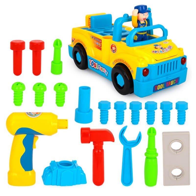 Camionul cu unelte al micului mecanic